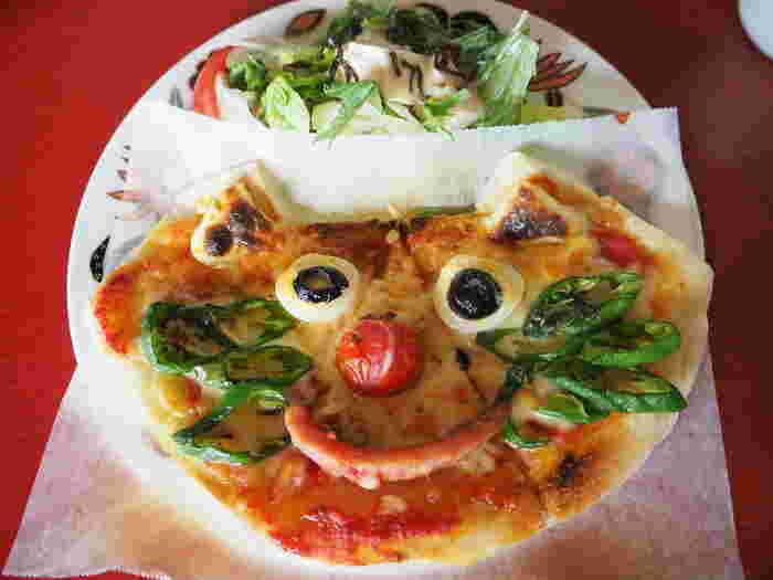 キュートな「ネコピザ」は、ひとつひとつ違う表情が楽しめるとSNSでも人気。ネコちゃんのヒゲには自家栽培の万願寺とうがらしが使われているんですよ。