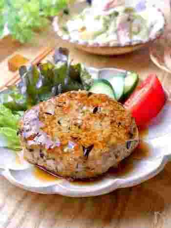 節約中やダイエット中にぴったりの、ひじき入りの豆腐ハンバーグ。お財布にも優しくお腹も満足で、栄養バランスにも優れています。