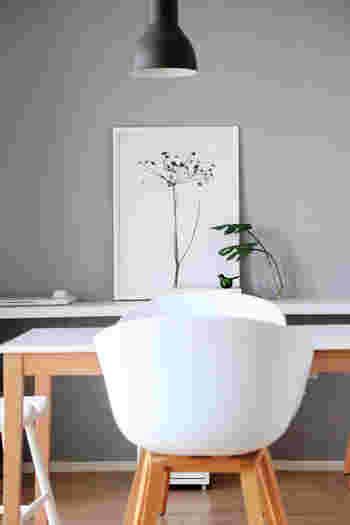 お部屋の中では壁の占める面積が大きく、空いている空間が寂しく感じることも。 オシャレなアイテムを使って壁をデコレーションすれば、印象を大きく変えることができます。  今回は、センスよく見せる壁の飾り方をご紹介します。