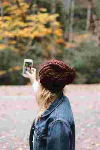一人旅だと自分で写真を撮って旅行中にアップするという方も多いかもしれません。