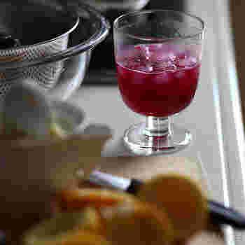 普通のグラスで飲むより、どこか特別感も感じられますよね。普段使いにも、おもてなしにも使えます。 このLempiはスタッキングも可能で、収納時の安定感も抜群なんですよ◎
