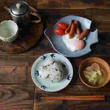 コロンとした丸いフォルムがかわいらしい、鳥のお皿。洋食にはもちろん、和風の朝食にもぴったり。