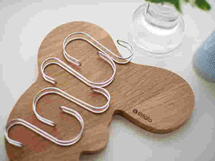 こちらの商品はその名の通り「横ブレしにくい」フック。S字型とより安定しやすいフックの2種類あり、サイズも大小2種類です。
