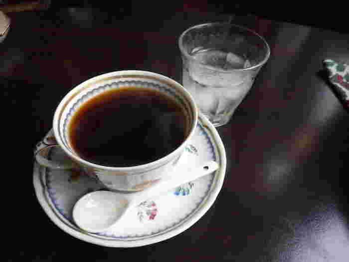 こちらはサイフォンで淹れた本格コーヒー。老舗カフェならではのこだわりです。