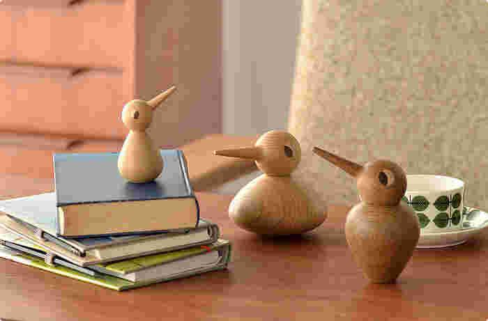 デンマークの建築家、クリスチャン・ヴェデルによって作られた、鳥のフィギュアの復刻版です。このシリーズには3種類の大きさがあり、3世帯の家族を表しています。頭と胴体が離れる仕組みになっており、角度によって様々な表情を作ることも。どんな場所に置いても、しっくりと馴染んでくれる置物です。