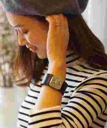 フランスの老舗ベルトブランド「MAISON BOINET(メゾン ボワネ)」のブレスレット。存在感がありますが上品な印象で使いやすく、カジュアルファッションにおすすめです。ベルトと同様に熟練の職人さんたちが丁寧に作りあげています。