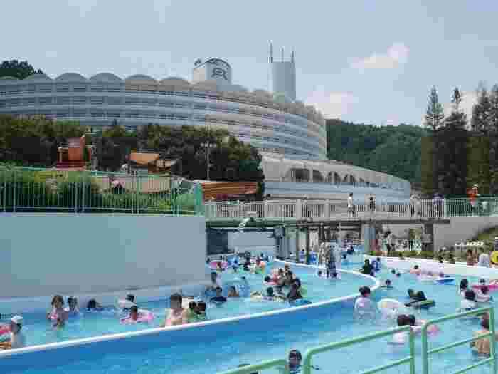 夏は「レオマウォーターランド」といって、流れるプールがオープンします。プールの中でもアトラクションや遊具があり、いろんな楽しみ方ができます。