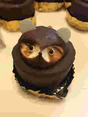 愛知県名古屋市、新瑞橋駅から徒歩約2分の距離にある「洋菓子のオランダ」。こちらのたぬきケーキは「ぽん太」という、可愛らしい名前がついています。小ぶりなので食べやすいのですが、名前までついていると余計に愛着が湧いて、なかなか食べられないかも。