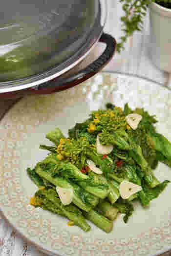 春野菜、菜の花の苦味は冬に溜まった老廃物の解毒が期待できます。身体を温めてくれるニンニクと一緒に食べて、巡りの良い身体を作っていきたいですね。