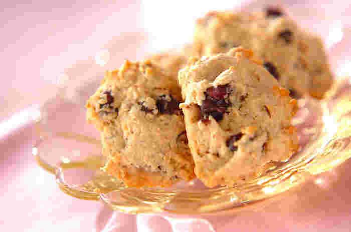 きな粉と相性バツグンの「ゆで小豆」が入ったクッキー。コーヒーだけでなく、お茶ともぴったりマッチします。