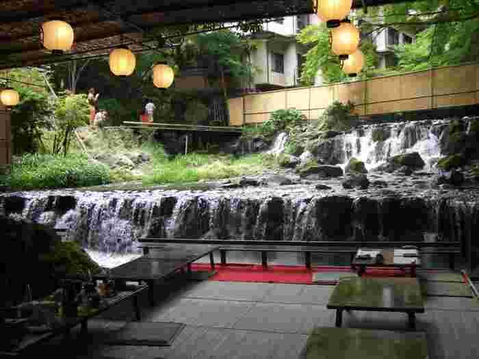 清涼感のある空気の中で頂く京料理はまさに至福。日々の喧騒を忘れさせてくれる、非日常空間を楽しんでくださいね。