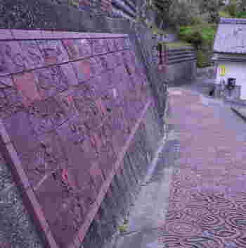 古くから窯業が盛んな常滑市では、日本六古窯の一つ、常滑焼が数多く作られてきました。古い窯元や、窯業の街らしい風情が漂うやきもの散歩道は、美しい日本の歴史的風土準100選にも選定されています。