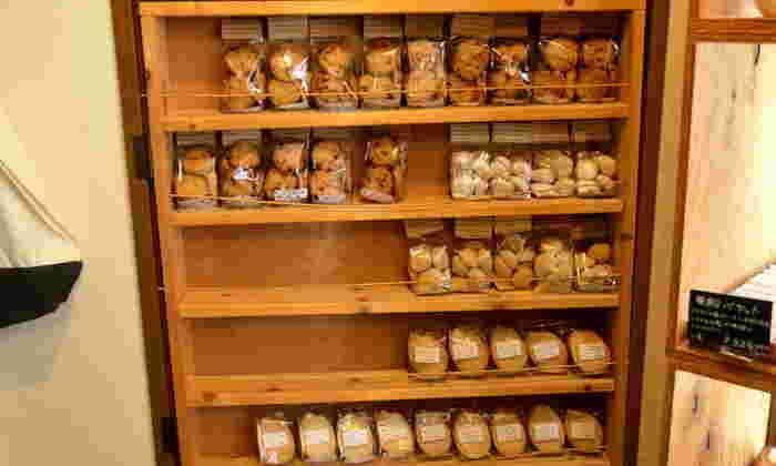 パンの他にも、米粉100%の焼き菓子が売られています。グルテンフリーなので、小麦アレルギーの方でも安心して食べられるのが嬉しいですね!