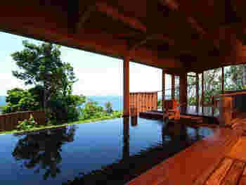 内風呂は檜づくりで、檜の香りも楽しめます。やはり源泉かけ流しで、内風呂ですが木々越しに海が見え、眺めは最高。