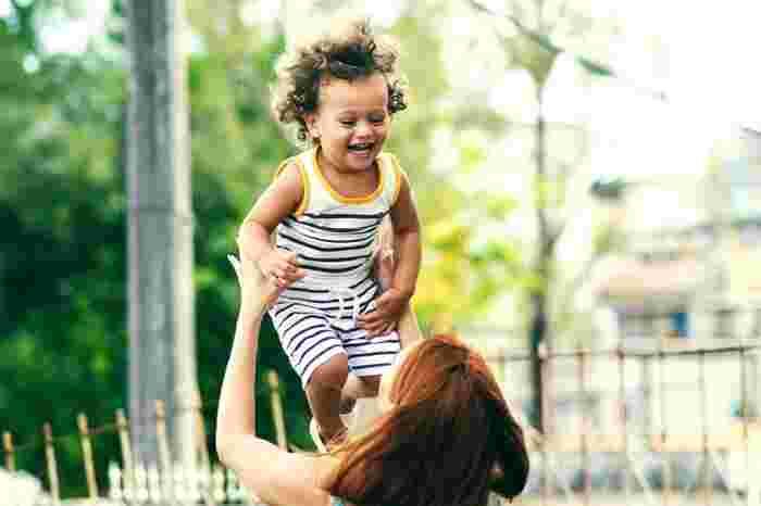 遊びは子供の成長に欠かせません!遊びは精神、社会性、知性、身体の発達に必要不可欠と言われています。「天才」と称される人たちの家族の中には、「自分達は子供にたくさん遊んでもらった」という人もいるほど。大切なのは子供心を思い出すこと。ぜひ子供との時間を思う存分楽しみましょう。