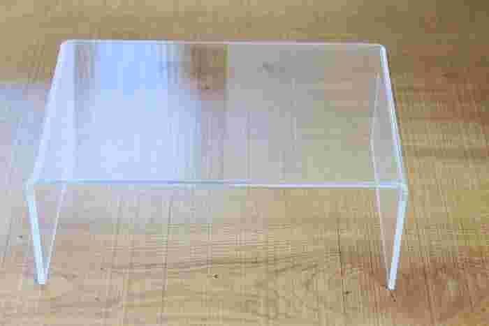 ちなみにこちらは無印のアクリル仕切棚。 クリアなのでガラスがよく映え、美しい収納になります◎