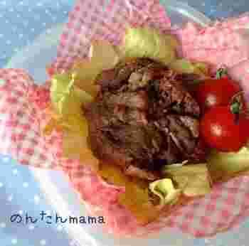 下味をつけて10分放置後、お肉を広げながら、フライパンでジュ―♪すき焼きの風味をランチに。