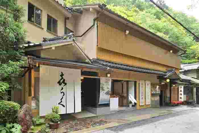 料理旅館「貴船喜らく」。大正10年に前身となる「九谷屋」が創業された老舗です。