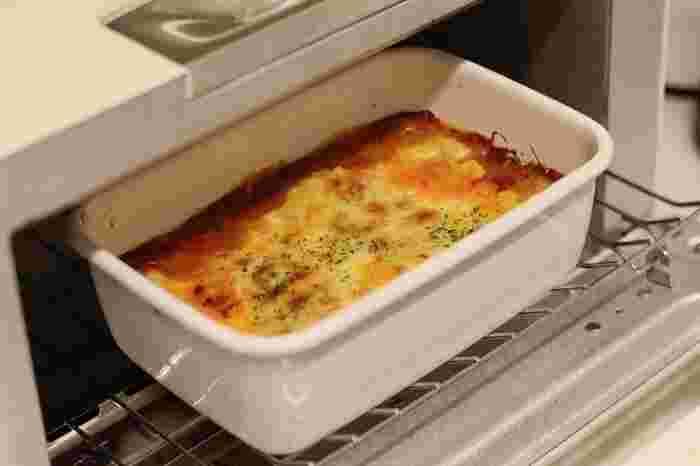■グリルやオーブンにそのまま入れられます! 熱に強く、熱伝導率も良い琺瑯は、具材を入れてそのまま魚焼きグリルやオーブンやトースターでも使用可能。そして、フライパンにお湯を張り、蒸し料理でも使えます。琺瑯の容器自体がおしゃれなので、焼いたり蒸したりした後、そのままテーブルに出せるところも嬉しいいですね。