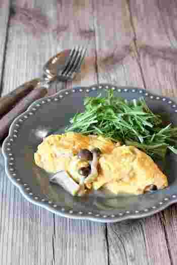 食物繊維が足りてないかな? と思う日の朝は、卵に塩キノコを加えて、オムレツにしましょう。チーズやハムを一緒に入れたら、これひとつで立派な朝食に。
