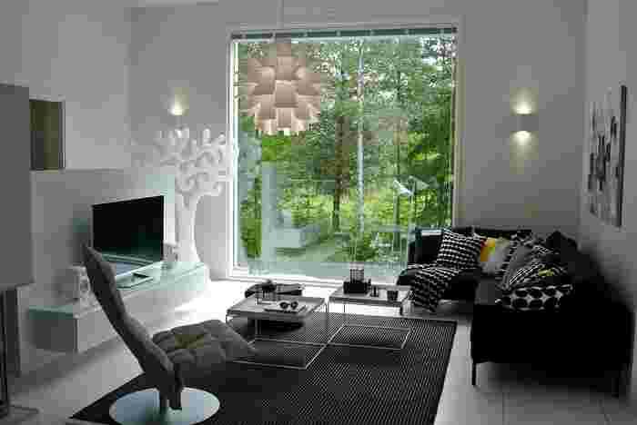 素敵なカフェやショップで見かける北欧デザインのペンダントライト。生活感あふれるいつものお部屋にとっておきの一点を取り入れてみれば、その空間がおしゃれで洗練された空気感をまといます。 そこで今回は、北欧の著名デザイナーや実力ブランドによる美しいペンダントライトをご紹介。ライトを効果的に使って、ぜひ自分にとってお気に入りのお部屋づくりを楽しんでみてくださいね。
