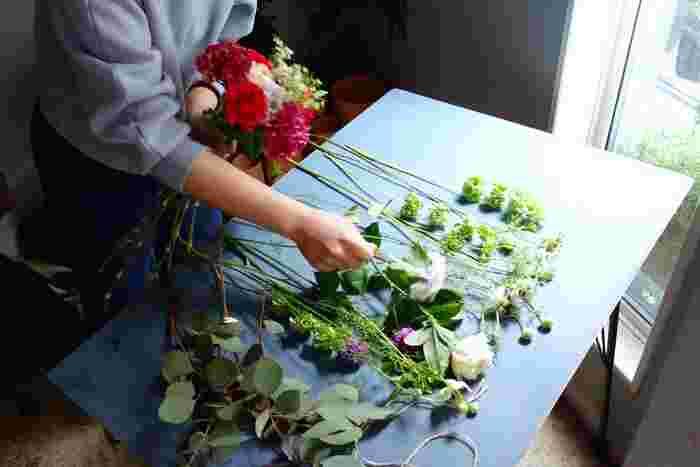 1点1点心を込めて、丁寧に作られます。 ありきたりな花では物足りない方や、センスを印象付けたい方におすすめです。