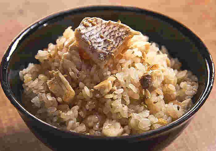 鯛の風味豊かな鯛めし。賞味期限は製造日より6ヶ月あるので、炊き込みごはんの素をストックしておけば、忙しい日や、急なお客様がいらした時にも活躍してくれそう。