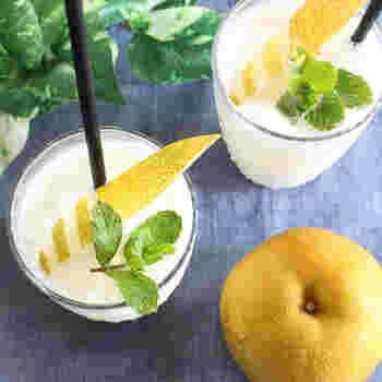 梨と蜂蜜の甘さが優しい、爽やかなスムージー。朝だけではなく、午後のホッと一息つきたいときにもぴったりです。