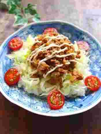 チリパウダーの代わりに豆板醤を使った、作りやすいタコライスのレシピです。味や食感、栄養のバランスが絶妙!ワンプレートでランチにもどうぞ♪