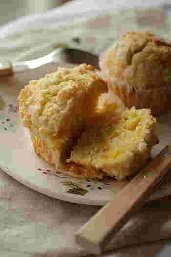 マフィンとカップケーキとの違いは諸説ありますが、マフィンはパン代わりの朝食、カップケーキは3時のおやつに。
