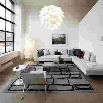 フォルムやパッケージ、光と影の見え方までこだわってデザインされている「シルヴィア」。松ぼっくりのようなかわいらしさ満点で、お部屋に迎え入れればオブジェとして素敵な存在感を発揮してくれます。