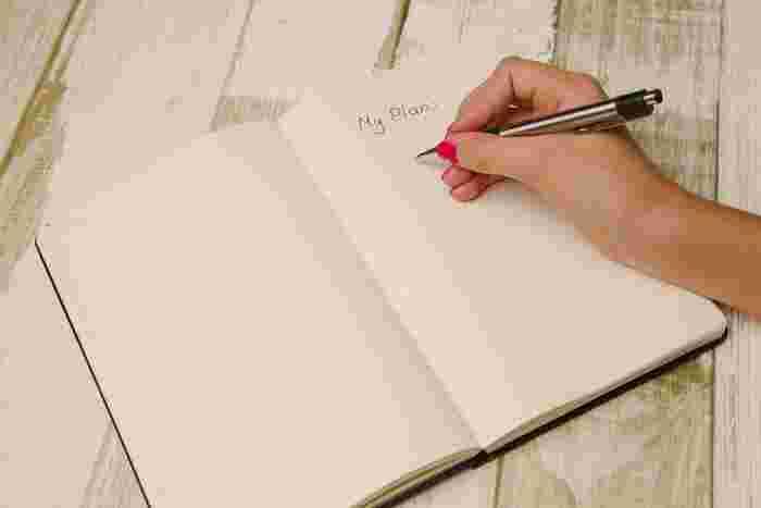 糸綴じのノートは簡単に剥がせないので、メモしたものを最後にまとめるときに使うと良いでしょう。メモをそのまま貼ってしまっても良いですね。