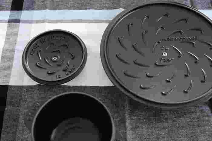 蓋裏には、ピコを改良した「システラ」が採用されています。この突起から「旨みの滴」が降り注ぐのですが、その量はピコと比べると9倍以上!お米にまんべんなく行き渡り、旨みが凝縮されたふっくら美味しいごはんとなるのです。