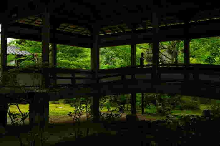 【西明寺・本堂の渡り廊下】