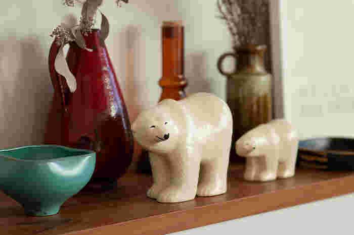 陶器ならではのぽってりとした温かみと、丸みを帯びたシロクマのほのぼのとしたフォルムに思わず笑顔になります。
