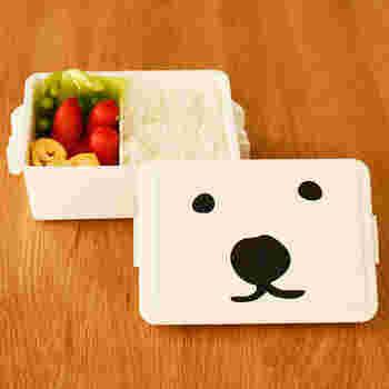 """【GEL-COOMA Lunch】 小さいお子さんが喜びそうなかわいいお弁当箱。このお顔は""""ホッキョクグマ""""です。なんと絶滅が危惧されているホッキョクグマを守ろうという運動なんだそうです。名前のGEL-COOMA(ジェルクーマ)も「クマ」をなぞってつけられています。このお弁当箱の売り上げの一部が円山動物園へ寄付され、ホッキョクグマの育成、保護に役だっています。"""