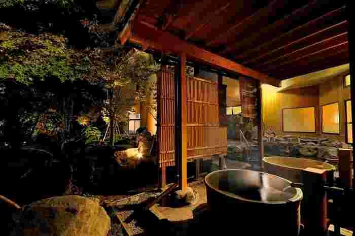ジャングルスパやキッズルームなどお子様も大満足間違いなしの温泉宿。源泉かけ流しの温泉も広々とした大浴場と野天風呂で楽しめます。