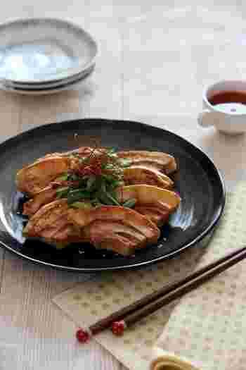 こちらは韓国料理の「ジョン」にアレンジした美味しい一品です。ジョンとは一般的に肉・魚介・野菜などの具材を、溶き卵にまぶして油で焼いたもの。そんな韓国風にアレンジした車麩は、独特の食感と油で焼いた香ばしさがたまりません♪