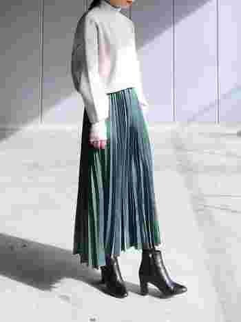 今シーズンはプリーツタイプが多くみられます。特に、上品で知的な雰囲気のロング丈やくるぶし丈のプリーツスカートがオススメです。