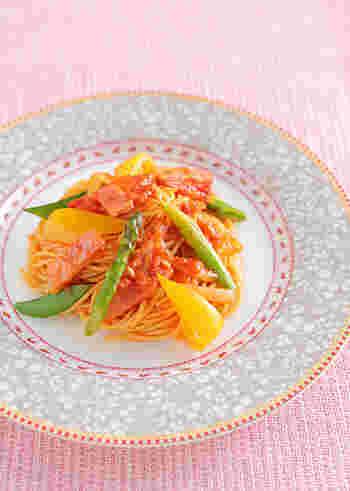 こちらは、春が旬のスナップエンドウやアスパラを使ったパスタ。野菜たっぷりで栄養豊富。彩りも美しいですね。おもてなしにもなりそうな爽やかトマトパスタです。