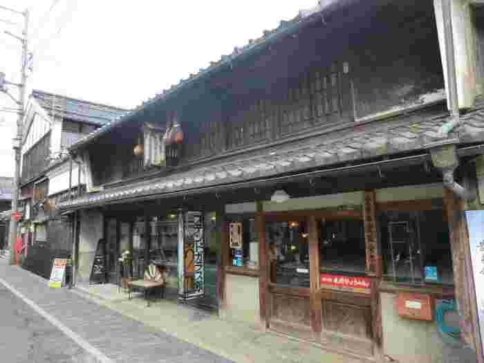 西日本最大級のガラス芸術展示エリアとしても有名で、ステンドグラスや吹きガラスの体験教室が開催されているお店もあります。