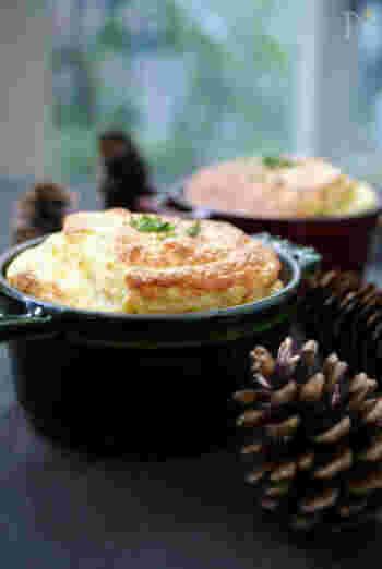 スフレは、ミニココット鍋でぜひ作ってみたい一品。あつあつでふわふわのうちに、フーフーしながらいただくのが贅沢ですね。