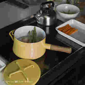 一人分の料理だと、普通のお鍋でも大きくて余ってしまうことがありませんか?煮汁と具のバランスがいいのは小ぶりなミルクパンやソースパン。一人分のお味噌汁作りにもちょうどいい。