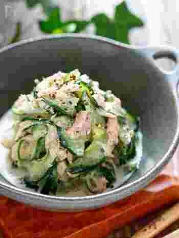 きゅうりやツナなどおうちにある材料を使って、ささっとできるやみつきサラダ。ツナのコクときゅうりのシャキシャキ感で、無限に食べられそうなおいしさです。