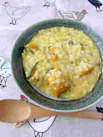 リゾットのようなかぼちゃと豆を使ったおかゆ。 ほくほくのかぼちゃをそのまま使ったほっこりクリーミィな一品です。