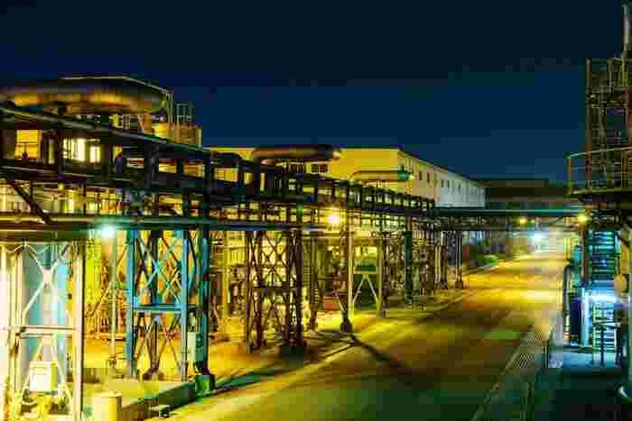 大阪市に隣接している尼崎市は、古くから工業地帯として栄えており化学工場や金属工場が多数あります。また、クルーズ船に乗らなくても高架橋や河川敷から工場夜景を撮影できることから、アクセスのよい工場夜景スポットとして人気を集めています。