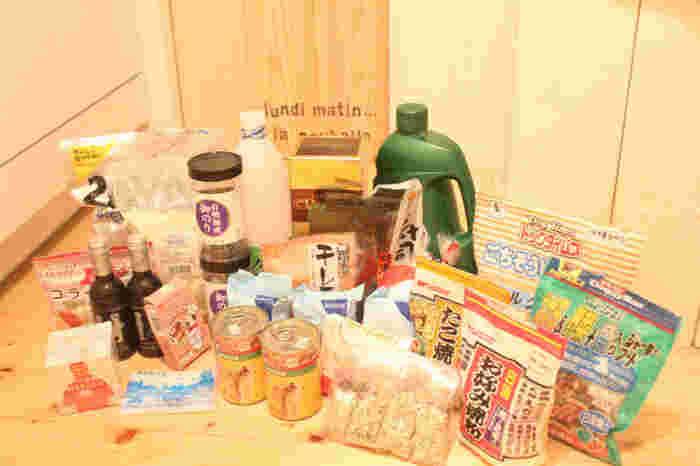 災害時用に何かを買うのではなく、日頃から調味料や乾物、粉類などを1つ早めにストックするようにしてみましょう。場所も取らずに、今の調味料が終わったらすぐ使うので賞味期限の心配もありません。