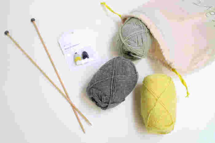 とはいえ、作りたいものがあっても、どの材料がどのくらい必要か、慣れていないと分からないですよね。そんな時に便利なのが編み物キットです。