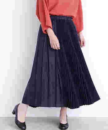 一枚あるだけで様々な着こなしが楽しめるプリーツスカート。 ぜひワードローブにプラスして、大人の秋ファッションを楽しんでみてくださいね♪