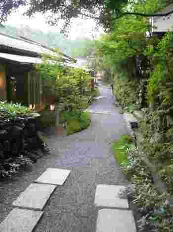 京都で一度は泊まってみたい、素敵な個性放つ宿泊施設をまとめてみました。お気に入りは見つかりましたか? 春、夏、秋、冬、すべての四季で豊かな表情を見せてれる京都。きっと訪れてみれば、癒しの旅行を楽しめるはずです。ぜひご紹介した宿を参考に、友人や家族、時には一人での京都旅計画を練ってみましょう♪